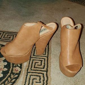 Steve Madden chunky tan heels size 7.5